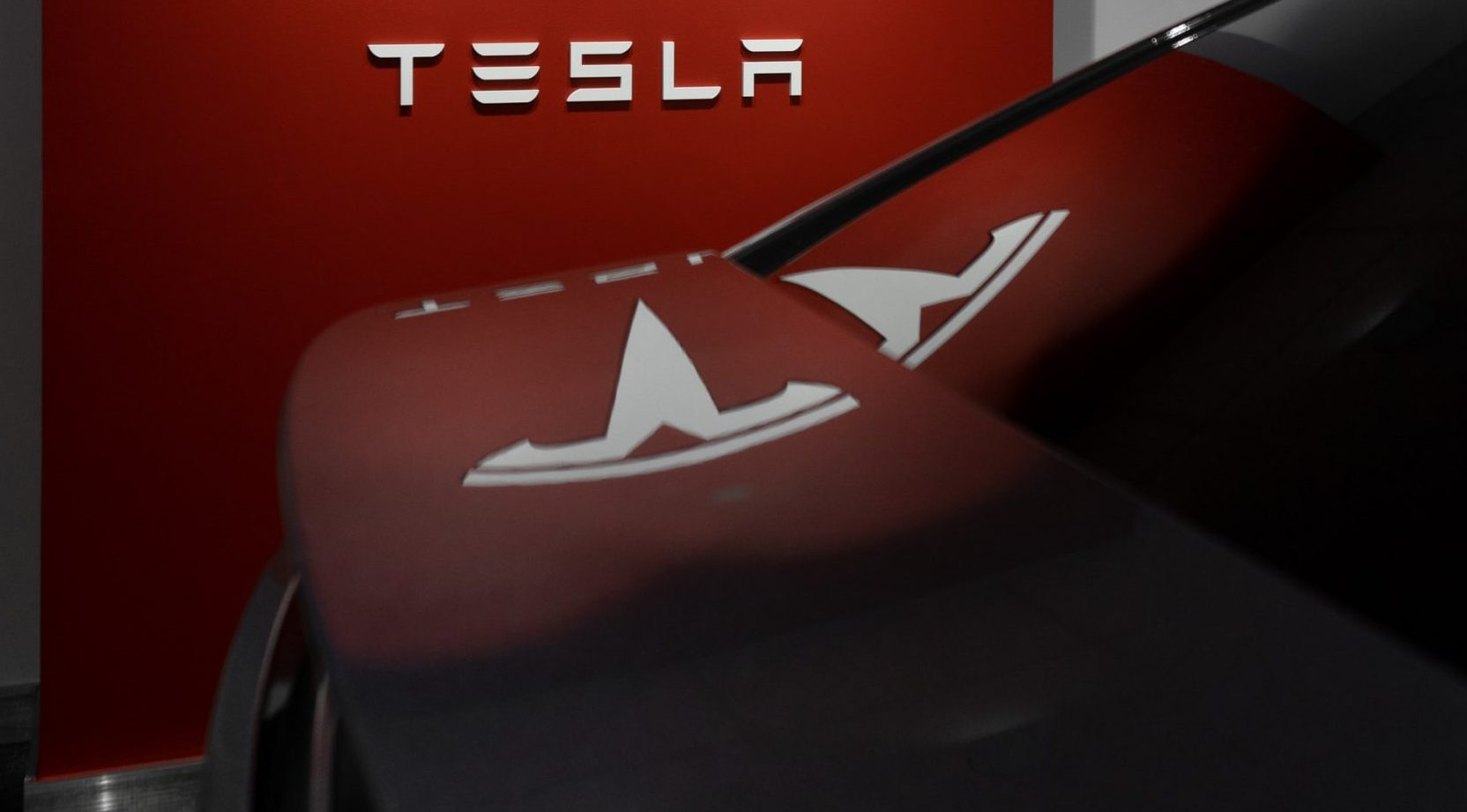 Tesla Goes Hands-Up For Higher Taxes On Gas-Vehicles In The UK
